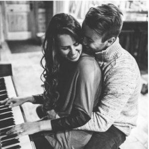 8 Σημάδια σ' έναν άντρα που δείχνουν ότι θα σ' αγαπάει για πάντα!