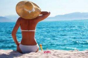 6 Πράγματα που δεν πρέπει να φορέσεις στην παραλία!