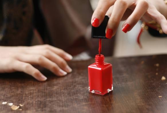 5 Τρόποι να εκμεταλλευτείς τα παλιά βερνίκια νυχιών!