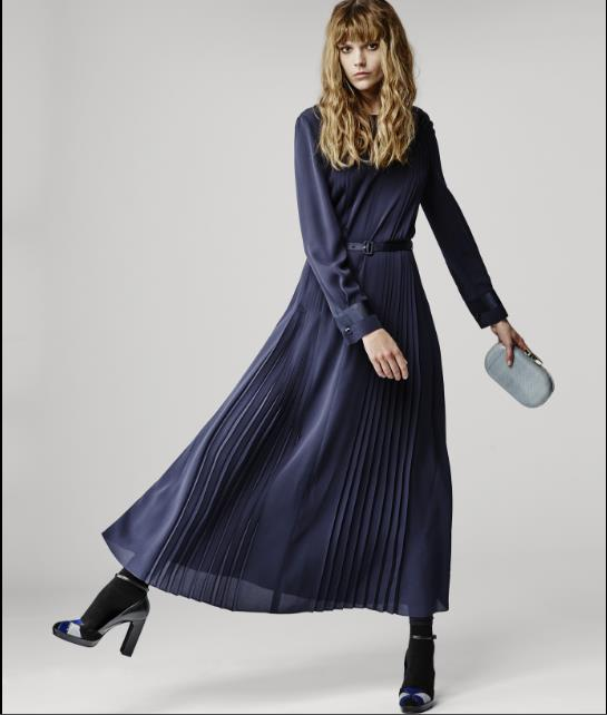 60c48e3685d4 Τα φορέματα που θα συναντήσεις στη χειμερινή collection Armani είναι κατά  κύριο λόγο βραδινά και επίσημα. Κυριαρχεί το μαύρο χρώμα