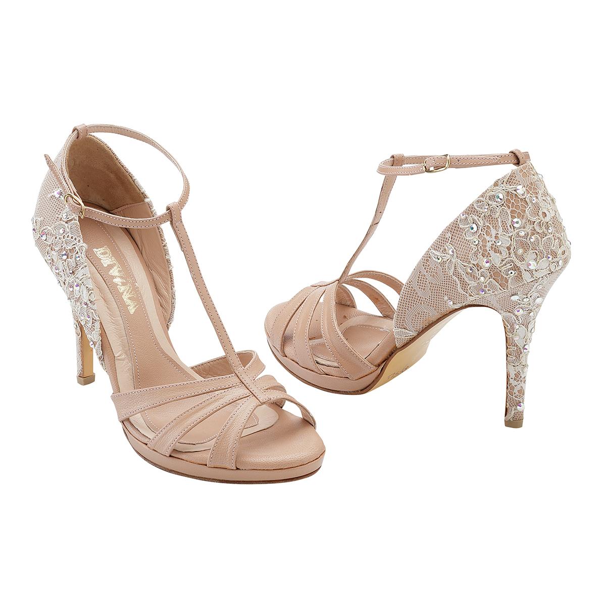 1772f14854c Αν τώρα θέλεις να κάνεις έναν ρομαντικό γάμο και ψάχνεις τα ιδανικά  παπούτσια που μπορείς να συνδυάσεις με ένα νυφικό με δαντέλα ή ένα boho  νυφικό, ...