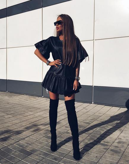 564dbe99e66 Κακά τα ψέματα δερμάτινο φόρεμα και over-the-knee μπότες είναι προκλητικός  συνδυασμός.
