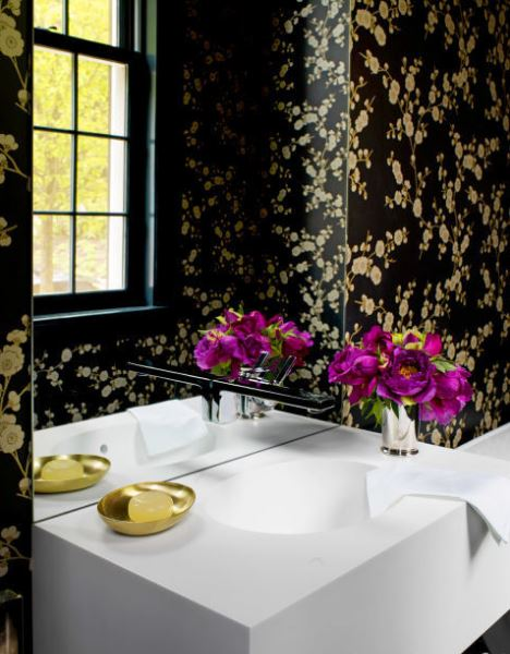 gold-tones-in-bathroom