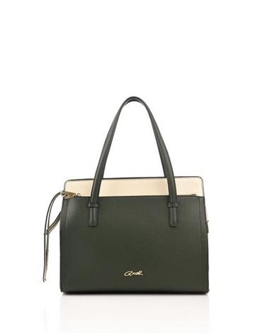 ed504b248 Οι τσάντες ώμου είναι ίσως ο πιο συχνός τύπος τσάντας που επιλέγουν οι  γυναίκες. Είτε είναι υπερμεγέθεις είτε κανονικές, μπορούν σίγουρα να  υποστηρίξουν ...
