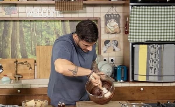 Συνταγή για τον καλύτερο κορμό σοκολάτας από τον Άκη!