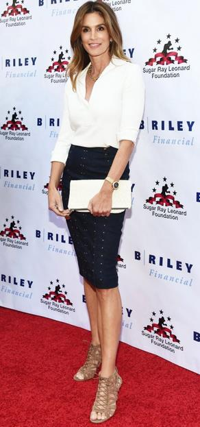 red-carpet-cindie-croford-pencil-skirt-white-shirt-fakelos-tsanta