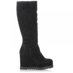 739df5fe10a Αν θέλεις να φορέσεις ένα ζευγάρι μπότες, διάλεξε πρώτα με βάση το σωστό  νούμερο και έπειτα ανάλογα με το ύψος που επιθυμείς.