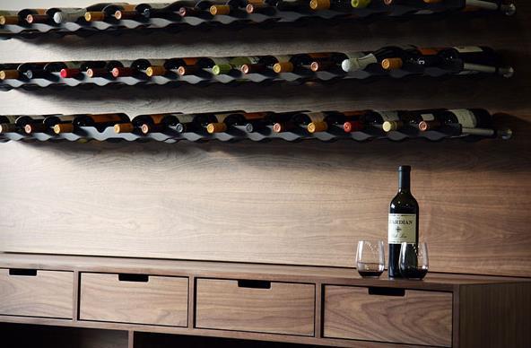 Αν θέλεις να αποφύγεις να πάρεις κάτι προσωπικό μην σκεφτείς πως ένα κρασί  είναι ένα απλοϊκό δώρο 0379e7fa5b8