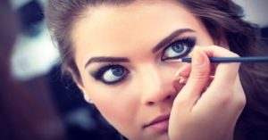 6 Ιδανικές προτάσεις μακιγιάζ με eyeliner για μεγάλα μάτια!