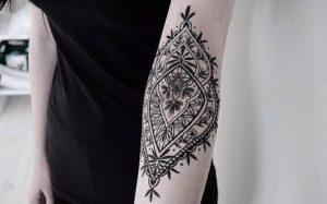 tribal tattoo ston agkwna