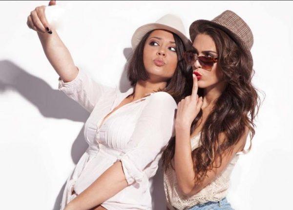 7 Tips για να βγάλεις την τέλεια selfie!