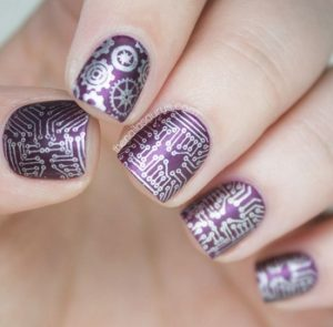 metalliko mov manicure