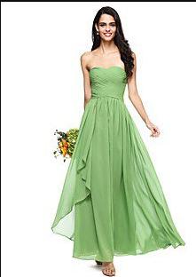 Αν είσαι η νύφη ή η κουμπάρα δες τις πιο πάνω φωτογραφίες. Μπορείς να  διαλέξεις ανάμεσα σε φορέματα ουδέτερων χρωμάτων όπως είναι το λευκό 058f3f96fe0