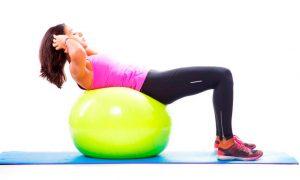 6 Ασκήσεις κοιλιακών με μπάλες γυμναστικής στο σπίτι!