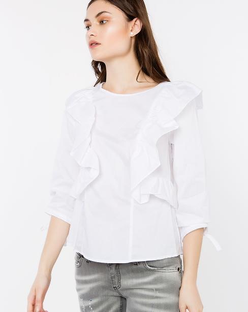 Τι πιο άνετο από τα T-shirts και τα πουκάμισα για την άνοιξη και το  καλοκαίρι  Μπορείς να τα φορέσεις με πολλούς συνδυασμούς b555a924f18