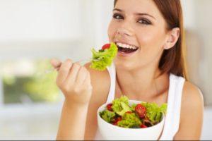 gynaika troei salata kaei thermides