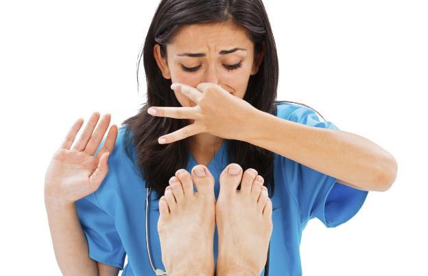 3 Φυσικοί τρόποι για να καταπολεμήσεις την κακοσμία των ποδιών!