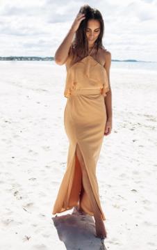 4a1165966ee9 Οι περισσότερες από εμάς έχουμε συνδέσει το επίσημο ντύσιμο με το maxi  φόρεμα