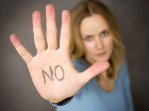 4 Συμπεριφορές που υποδηλώνουν συναισθηματική κακοποίηση!