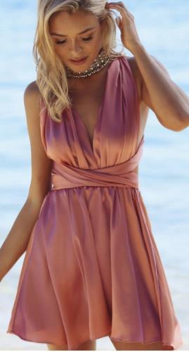 741dd358c67 Αν είσαι καλεσμένη μπορείς φυσικά να φορέσεις και ένα mini φόρεμα, αρκεί να  φροντίσεις να μην είναι προκλητικό. Για να δείχνει κομψό και επίσημο και  όχι ...