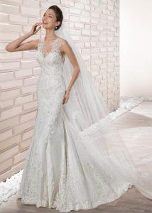 82a7a55325c3 Για όσες γυναίκες θέλουν να φορέσουν κάτι πιο απλό ο οίκος νυφικών  Demetrios μπορεί να τις ικανοποιήσει
