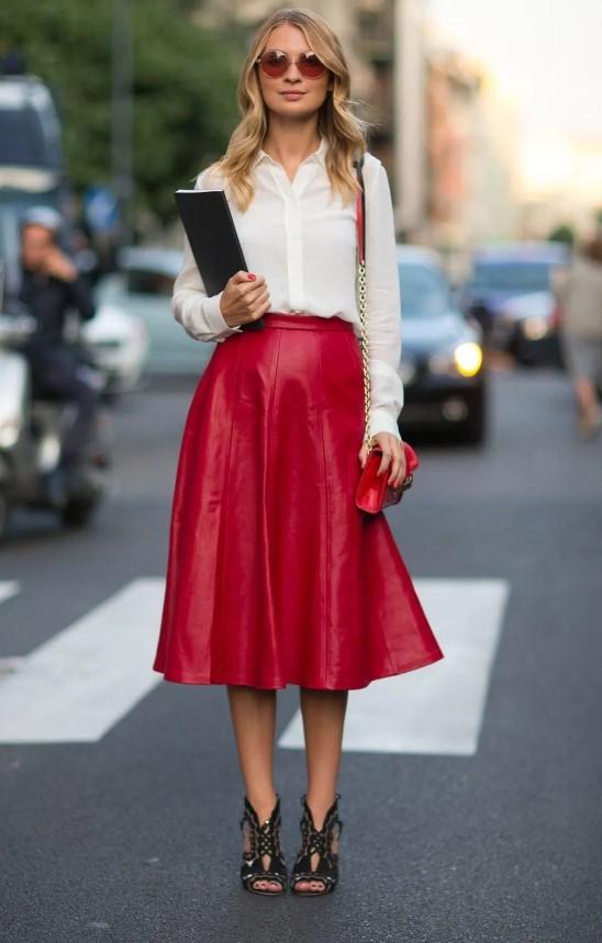 Λευκό πουκάμισο με κόκκινη φούστα ... f95e348a48d
