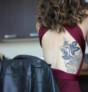 megalo ginaikeio tatouaz sta plevra