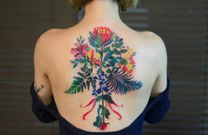 megalo tatouaz xromatisto platis