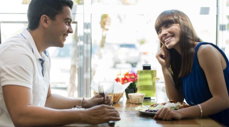 Τι σημαίνει αν ονειρεύεσαι να βγαίνεις με κάποιον που δεν ξέρεις