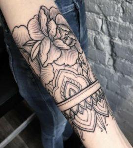 sxedio tatouaz me louloudia