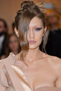 Gigi-Hadid makigiaz 2017 met gala cat eye