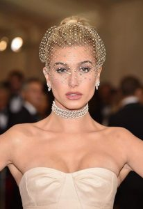 Hailey Baldwin elafri makigiaz, ponytail