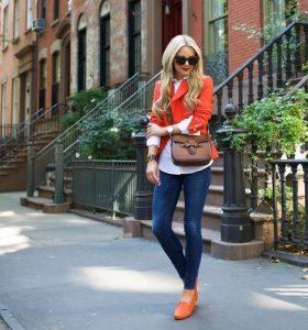 kathimerino business look, jeans, sakaki kai aksesouar se portokali tonous