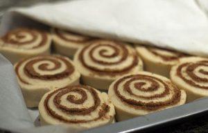cinnamon rolls etoima gia psisimo