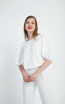 c232956aebac Οι χειμωνιάτικες μπλούζες παίρνουν μια αέρινη γραμμή και ένα πιο elegant  look. Μπορείς να βρεις πολλά σχέδια σε μακριμάνικες μπλούζες για την  καθημερινή ...