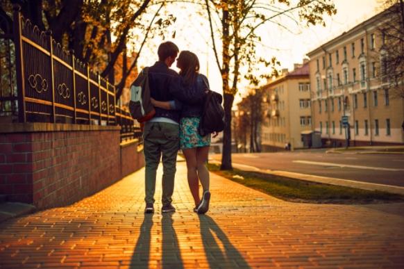 5 Τρόποι να κάνεις έναν άντρα να σε ερωτευτεί!