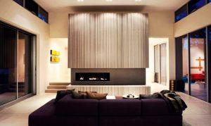 Πως να ταιριάξεις έναν μωβ καναπέ στο σαλόνι σου!