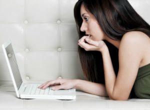 10 Τρόποι να πιάσεις συζήτηση στο facebook αν είσαι ντροπαλή!