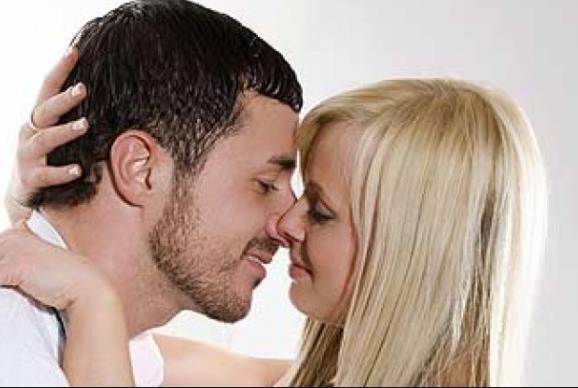 8232e850b21 Αυτό δίνεται, αλλά πολλές γυναίκες συνδέουν το πάθος μόνο με το κρεβάτι. Δεν  είναι όμως το μόνο μέρος που ένας άντρας θέλει να του το δείχνεις.