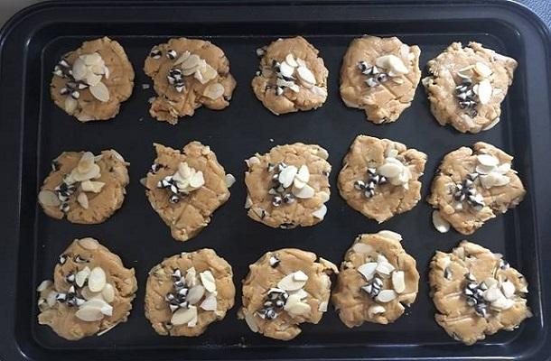 Οικονομική συνταγή για μαλακά cookies με αμύγδαλα!