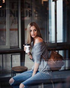 koritsi pinei kafe