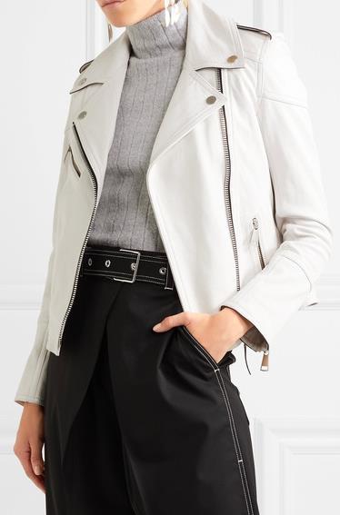 e909e175ff2 Τέλος θα κλείσω με το λευκό δερμάτινο μπουφάν. Πολύ seχy, πολύ σικ! Μπορεί  να συνδυαστεί με μαύρη παντελόνα ή και φούστα και μπορεί να φορεθεί από το  πρωί ...