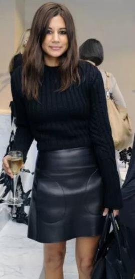 Μία δερμάτινη φούστα είναι ένα απόλυτα θηλuκό ρούχο. Πρέπει όμως να  προσέξεις την ποιότητα του δέρματος για να μην φαίνεται πολύ ψεύτικο. 2521aa91f7d