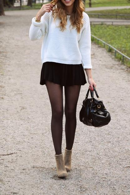 47180ecd4d46 Για παράδειγμα, μια μίνι φούστα μέσου μήκους είναι ό,τι πρέπει τόσο για την  δουλειά όσο και για την καθημερινή σου βόλτα.