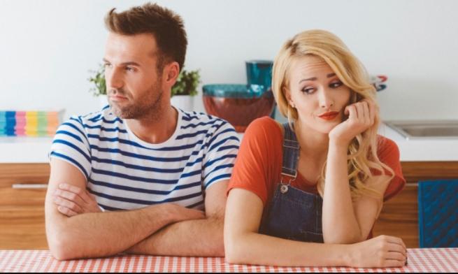 Πώς να αντιμετωπίσεις τον καλύτερό σου φίλο που βγαίνει με την πρώην σου ραντεβού ερωτικά τραγούδια