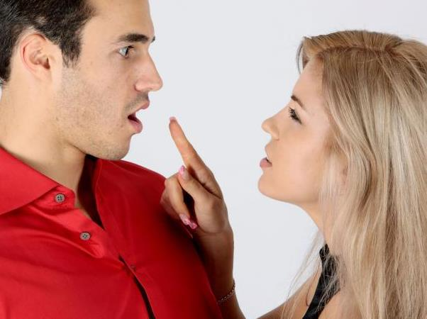 3 Καθημερινές συμπεριφορές που σκοτώνουν τη σχέση σου!