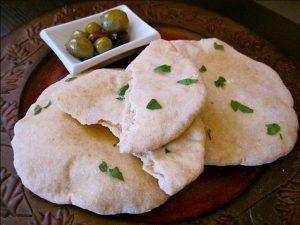 Φτιάξε γρήγορα και εύκολα αραβικές πίτες σε 15 λεπτά!