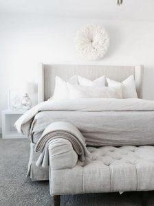 ipolefkos kanapes mprosta apo to krevati