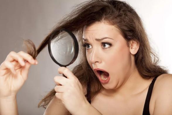 7 πράγματα που κάνεις πριν κοιμηθείς και καταστρέφεις τα μαλλιά σου!