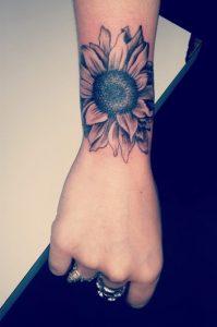 tattoo ilianthos sto xeri
